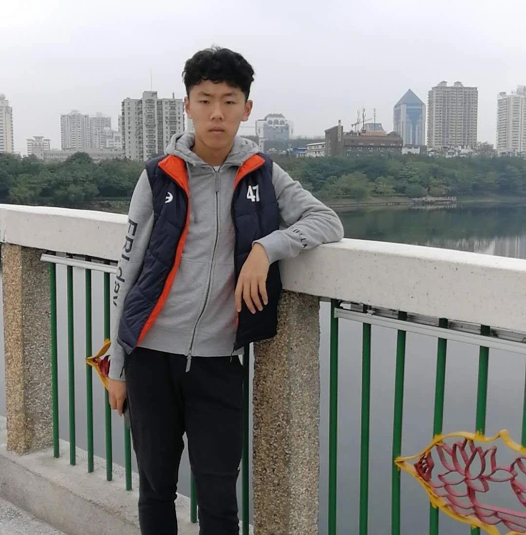 高新一中九年级学生入选中国国家U-15男子足球队,已赴国外集训