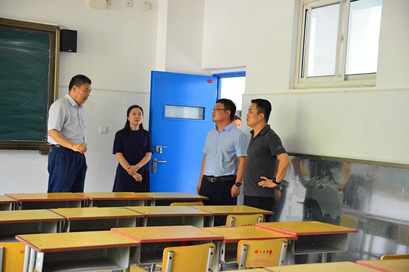 温暖问候激励前行 惠济区领导教师节慰问市实高教师