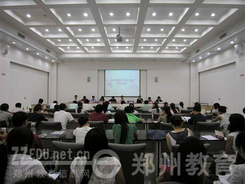 郑州外国语学校新教师培训会现场-集中培训新教师,为新学期做好准备