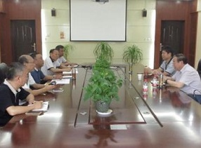 副局长张大龙一行到郑州62中调研学校整体改造建设项目