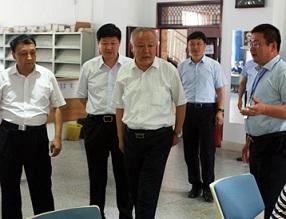 局长李陶然一行查看2017年郑州市区中招现场报名情况