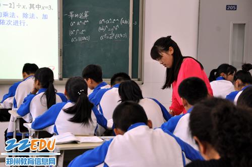 她是一缕阳光 让学生自信、团结向上