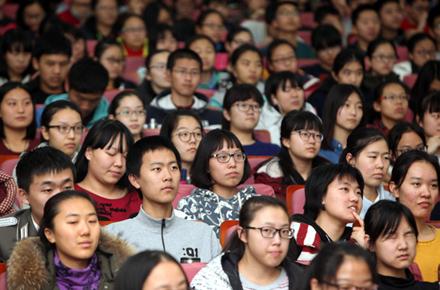 iTsinghua学堂首次走进河南高中 胡钰大咖与郑外学子畅谈大学与青春