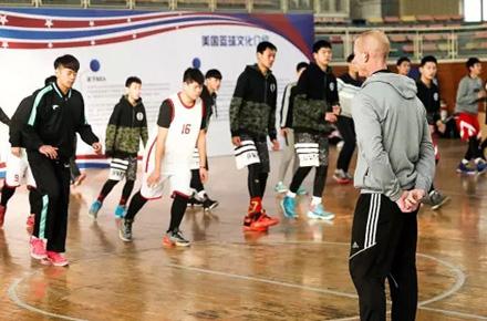 郑州市青少年校园篮球训练营开营