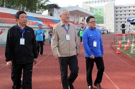 市教育局党组书记、局长李陶然巡视中招体育考试工作