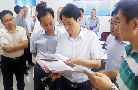 郑州市委副书记、市长程志明一行调研市教育局驻村脱贫工作开展情况