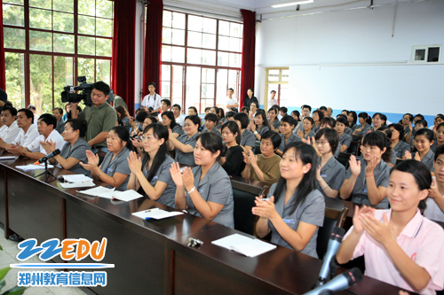 郑州盲聋哑学校师生 总书记的关怀暖人心
