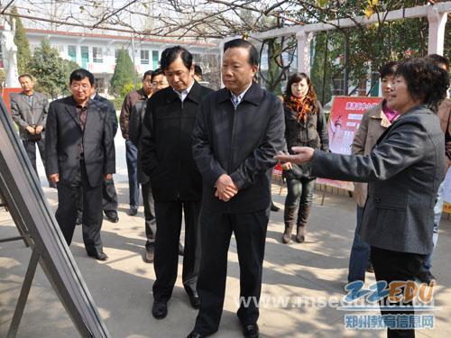 [惠济]郑州市委常委、组织部长姚待献到花园口神态小学描写图片