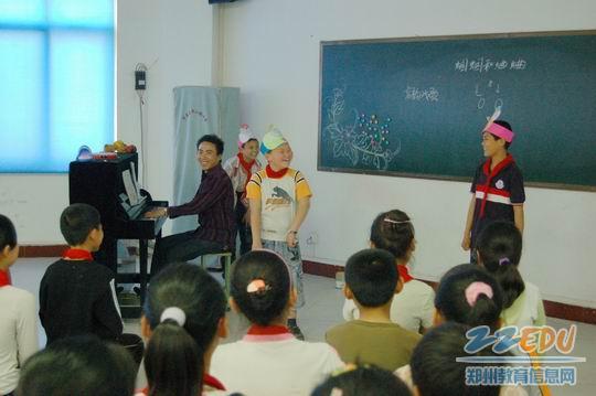 肖伟光/中原区伏牛路四小肖伟光老师执教《蝈蝈和蛐蛐》