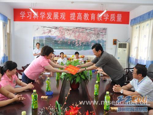 委年级张俊峰视察实验幼儿园、实验词语小学进小学看写苏教版拼音三书记工程图片