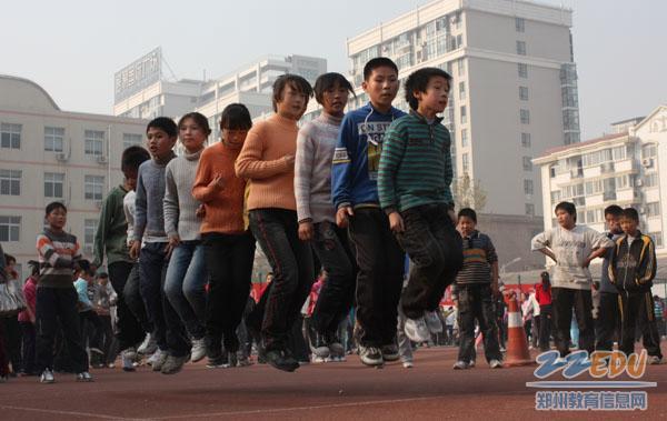 [金水] 千余小学生比赛跳绳踢毽子图片