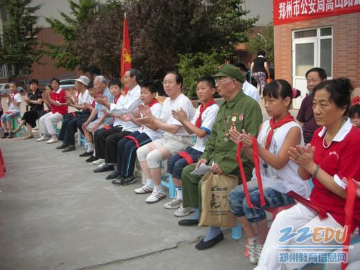 """红领巾心向党""""——""""我与党员手拉手""""活动在""""铁道家园"""