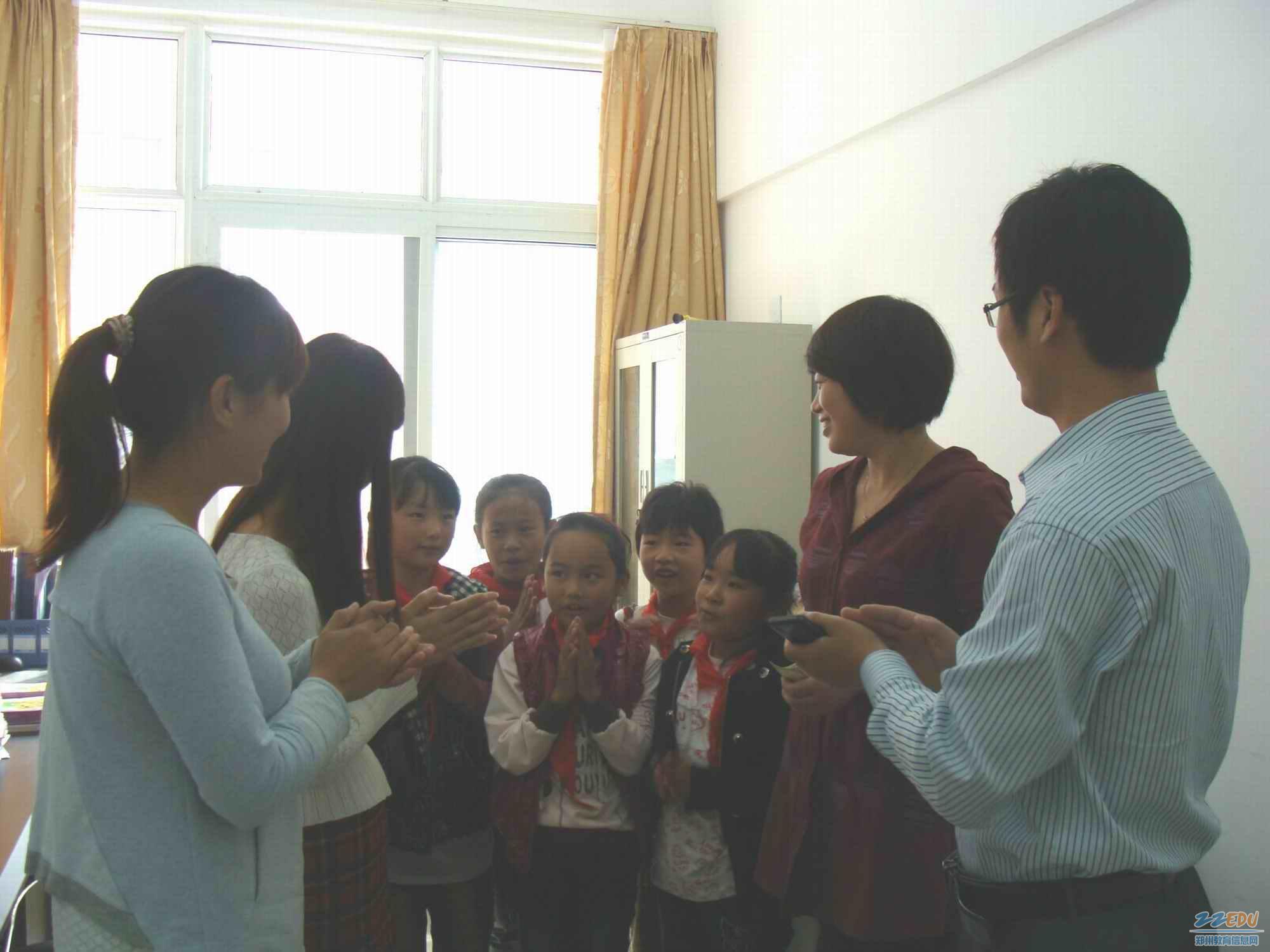 师生共唱生日歌