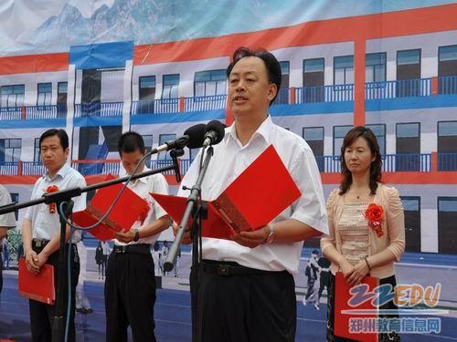 登封市教体局党委书记 局长李成林介绍工程项目情况图片