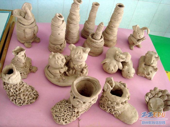 儿童陶泥作品图片_优秀作品 文化路第一小举办感受泥性 捏出童真陶艺展示活动