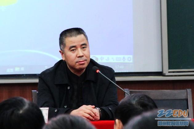 副校长王芳,闫琦,张燕分别对教师编写的《作业建设》