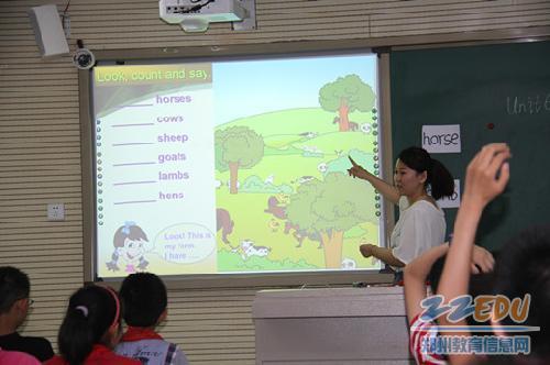 道小学利用自动录播教室,实现教师和学生的共同成长