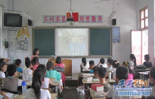 荥阳市幻想中小学生全体收看王亚平太空授课那些作文的集体高中有图片