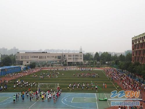 欧美大操_[郑东新区] 外国语学校举行课间操比赛活动