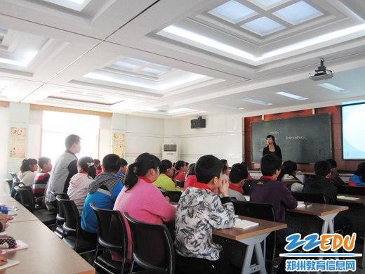 二七区淮河东路小学尝试 提升学习力 课堂图片