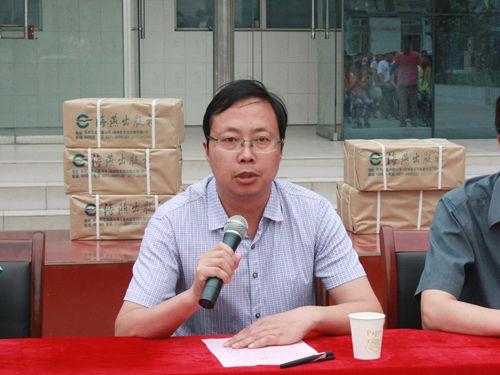 5月19日上午,荥阳市特殊教育学校师生迎来一批特殊的客人,海燕出版