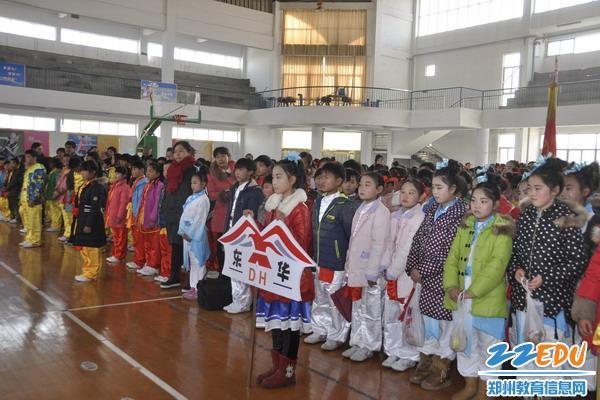 登封市2016年小学生武术操大赛在一中体育馆举行