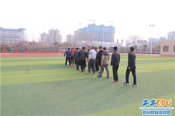 郑州市校园足球裁判员培训班(中牟站)圆满举办