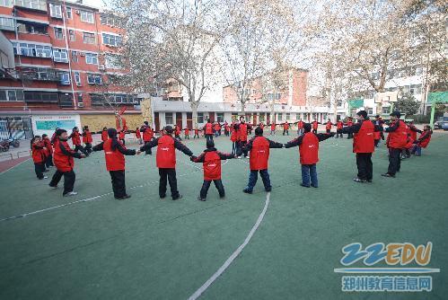 盲聋哑学校学生喜领校服过新年图片