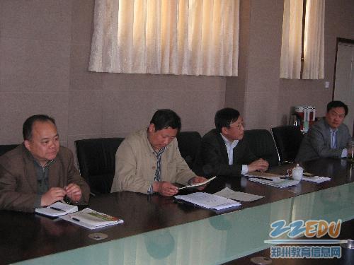 郑州107中学学校领导班子研讨生本教育