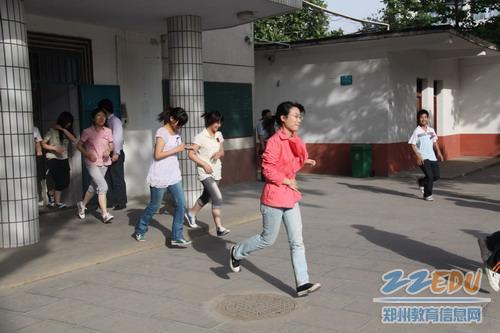 宿舍楼/学生跑步撤离宿舍楼