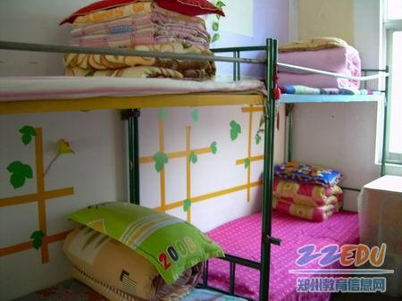 男生寝室干净整洁,朴素大方.