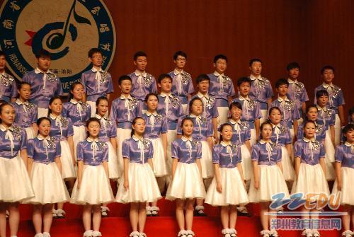 回民中学学生合唱团整齐的队形图片