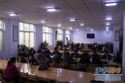 乌鲁木齐市教育考察团莅临郑州五中参观考察
