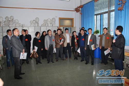 二七区/二七区人大代表一行参观学校美术展厅