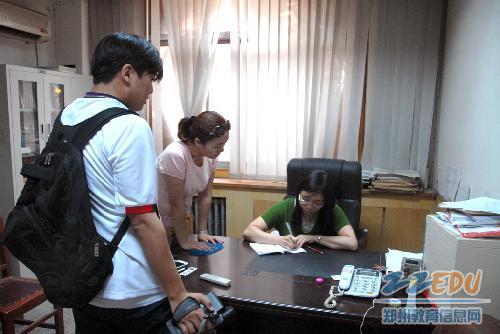 媒体采访郑州11中教科室主任李风云(刘洋高中时期语文老师)