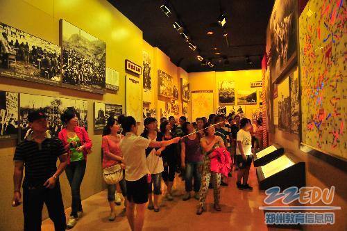 参观延安革命纪念馆