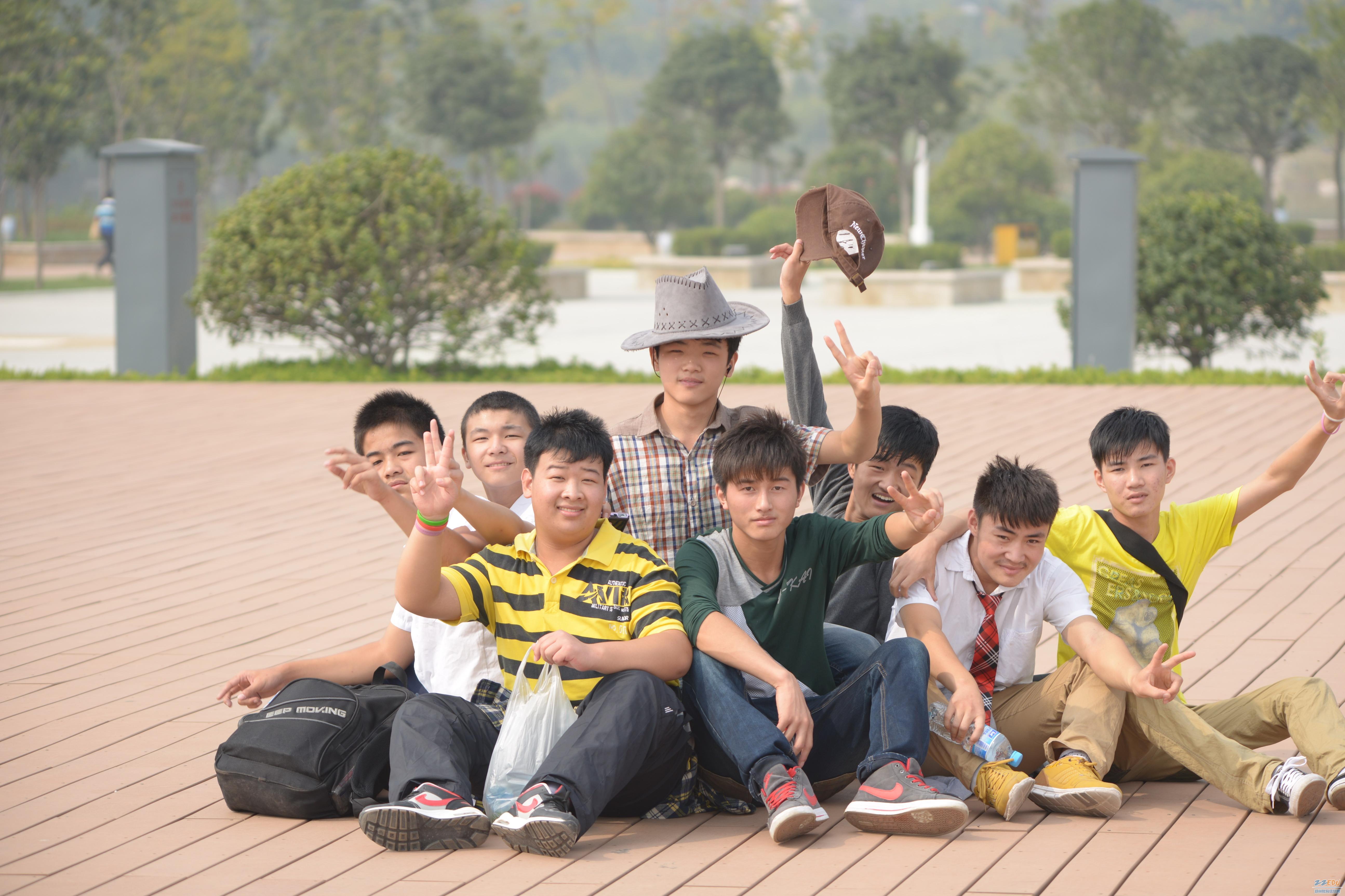 9月20日,郑州市盲聋哑学校的全体师生来到河南省地质博物馆,郑州市绿