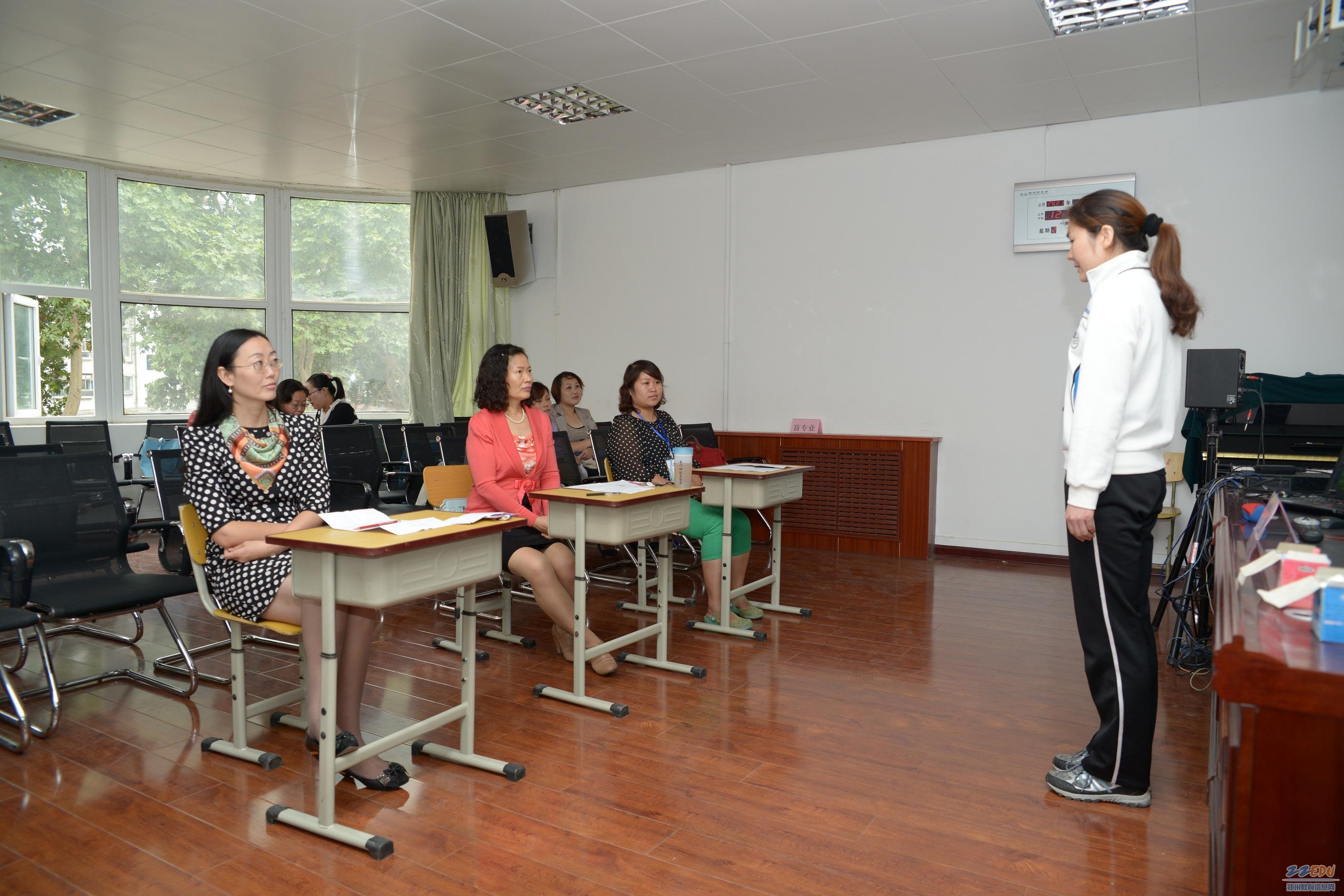 近日,郑州市特殊教育学校教师技能竞赛在郑州市盲聋哑学校举行.