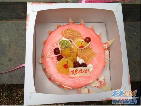 十八岁生日文字_我18岁生日了,蛋糕上面写什么字比较有特色?