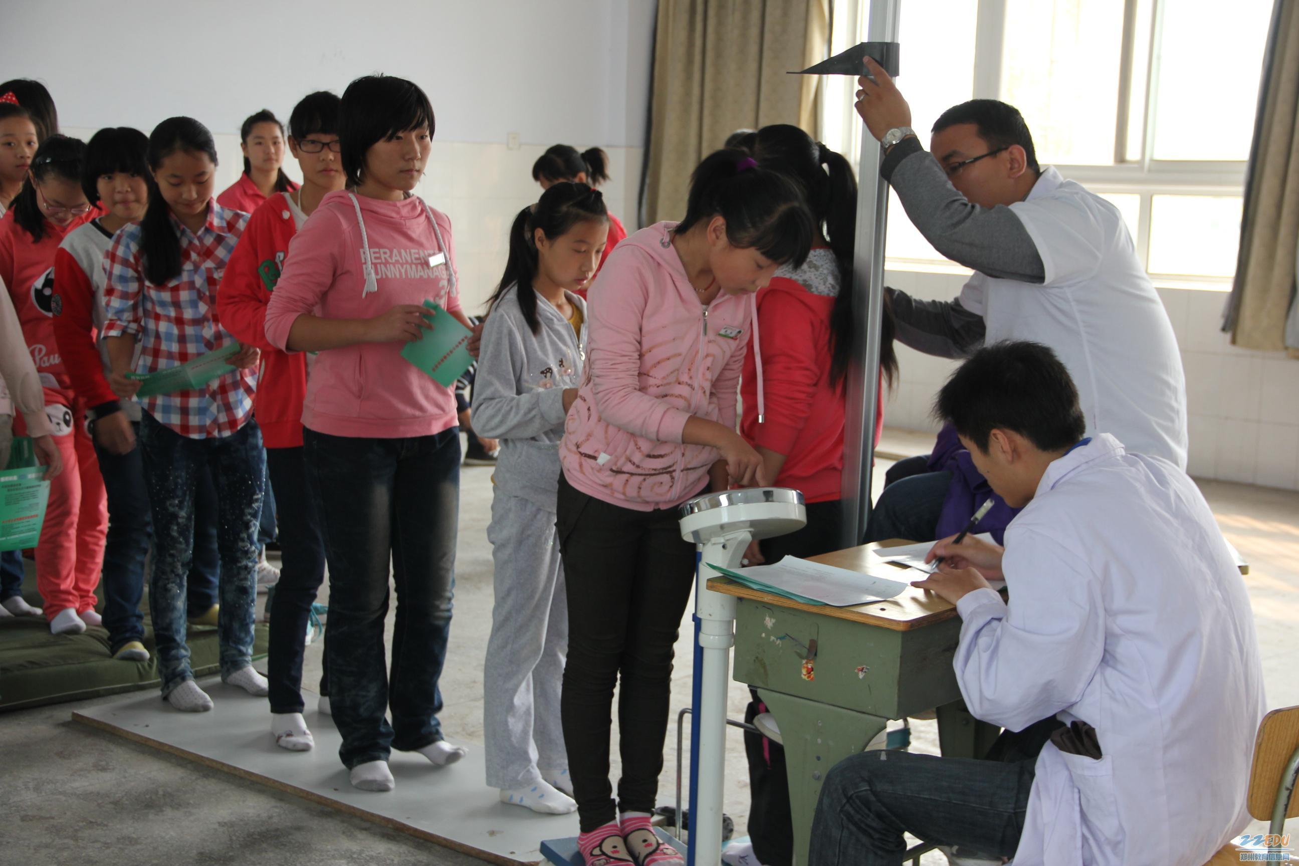 郑州新闻网_[49中] 寒露之后天渐凉 保健体检送健康--郑州教育信息网