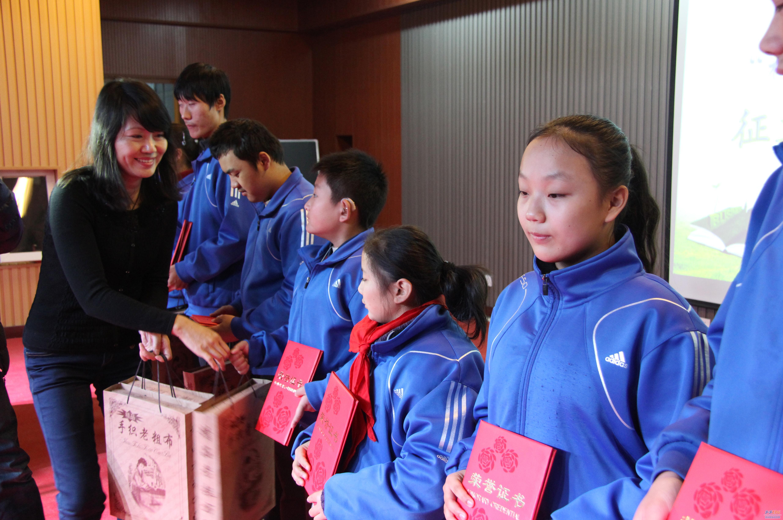 """12月13日上午,由河南省图书馆和郑州市盲聋哑学校共同发起的""""和谐社会"""