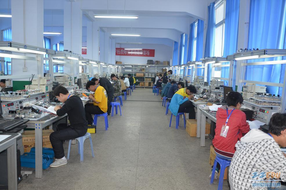 来自郑州各地市区的郑州电子信息工程学校