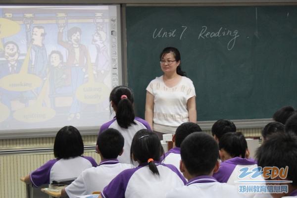 我校的胡娟老师,闫德山老师,刘瑜老师,史爱先,邵林,陈洁等几位老师在图片