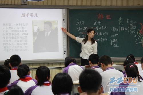 该校的胡娟老师,闫德山老师,刘瑜老师,史爱先,邵林,陈洁等几位老师在图片