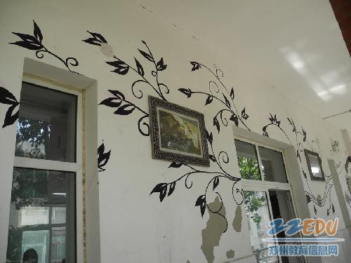 金融学校艺术系学生展示墙绘作品图片