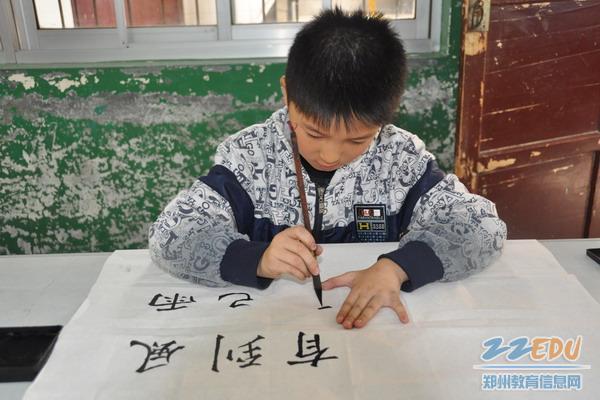 """展示青少年的书法,绘画才能,增进青少年对""""中国梦""""的理解,认同,引导图片"""