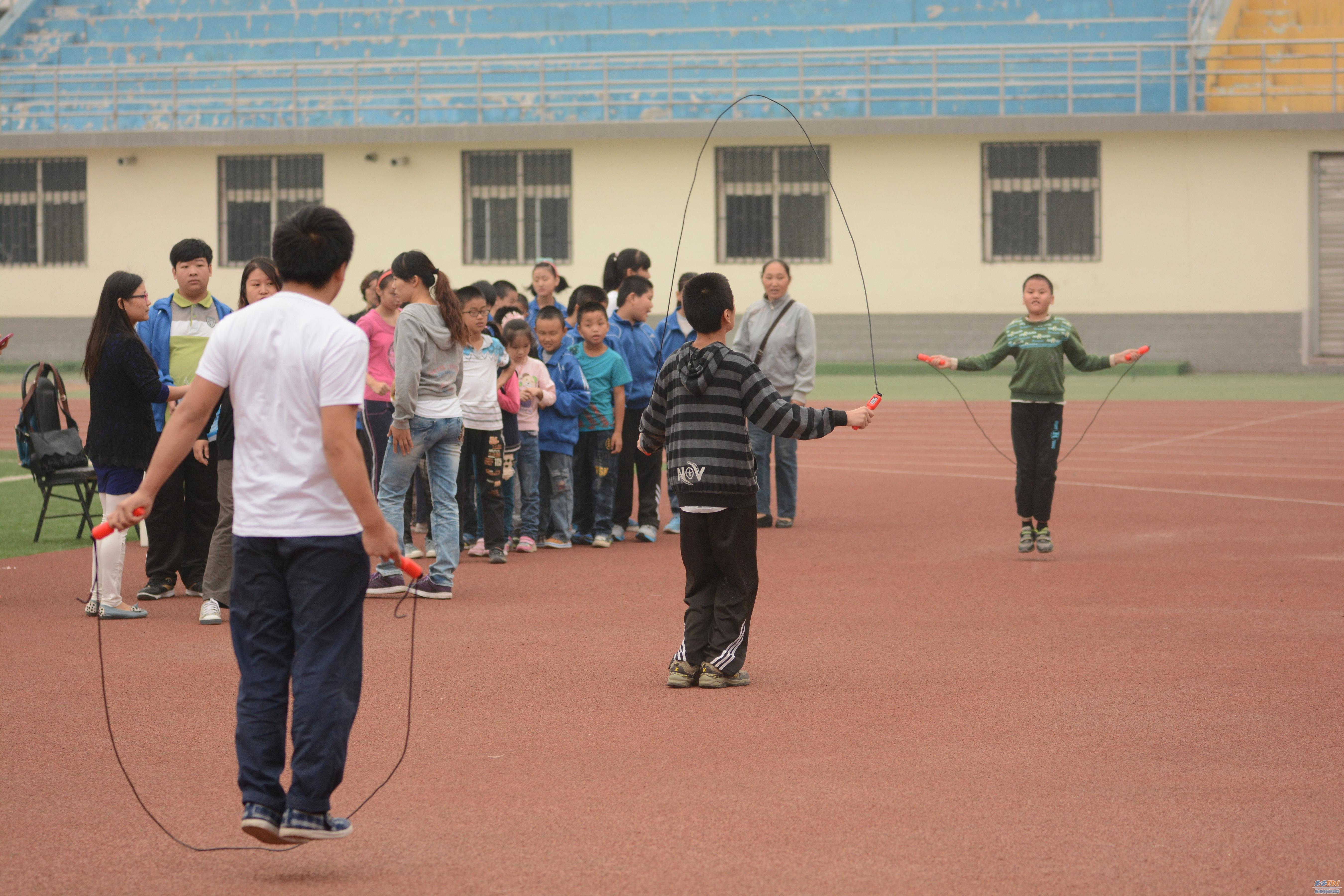 """郑州市盲聋哑学校演绎""""运动场上的师生情"""""""