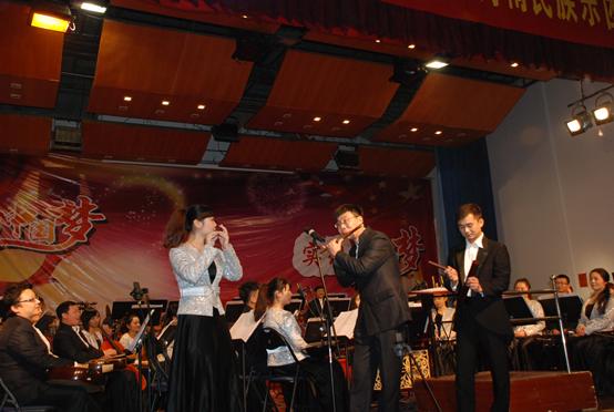 郑州市 回民中学/妙趣横生的笛子二重奏《斗嘴》