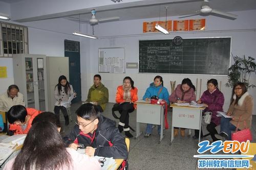 新疆哈密高中教育考察团考察郑州河南五中高中几峰峰个图片