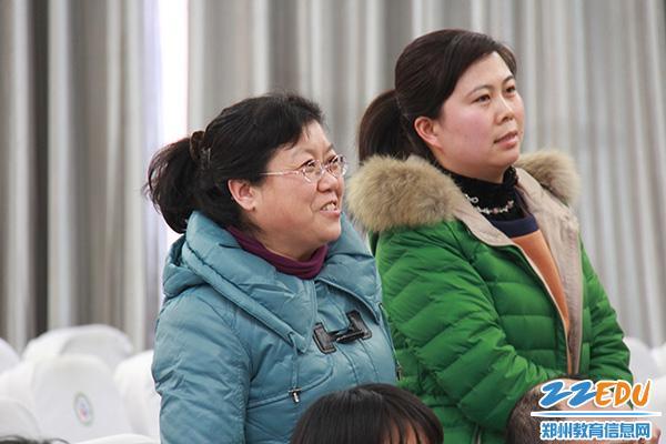 """该校教师与崔成林校长的""""思维碰撞""""图片"""